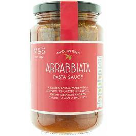Marks & Spencer Pikantní rajčatová omáčka na těstoviny s červenými chilli papričkami a italským extra panenským olivovým olejem