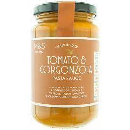 Marks & Spencer Rajčatová omáčka s cibulí, mrkví a sýrem Gorgonzola