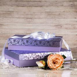 Dárková krabice Sabina, fialová, vzor květiny velikost krabice Sabina: 2 - 36x24x7,5 cm