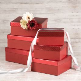Dárková krabice Bořek, červená, vzor srdíčka velikosti krabice Bořek: 2 - 20x20x10 cm
