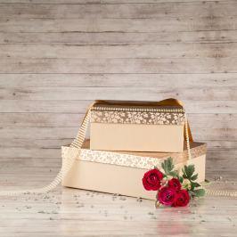Dárková krabice Bořek, krémová, vzor lístky velikosti krabice Bořek: 6 - 30x30x11 cm