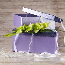 Dárková krabice Bety, fialová, vzor květiny velikosti krabice Bety: 2 - 30,5x21x13,5 cm