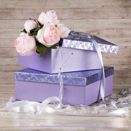 Dárková krabice Bořek, fialová, vzor květiny velikosti krabice Bořek: 6 - 30x30x11 cm Svatby